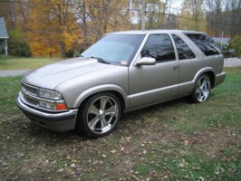 BrownNDowns 2001 Chevy S-10 Blazer photo thumbnail