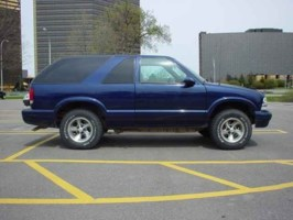 lowblazeds 2000 Chevrolet Blazer photo thumbnail