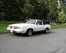 squeeges 1984 Oldsmobile Ctlss Supreme photo