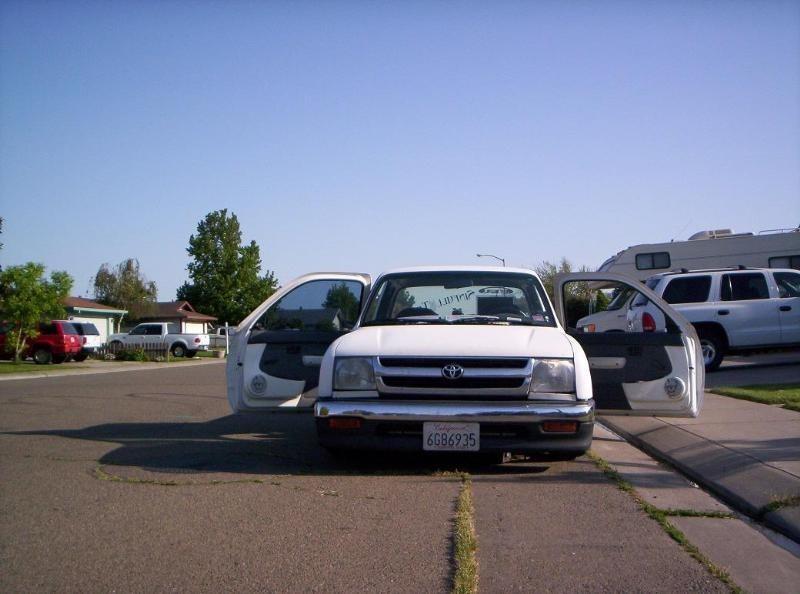 badcomas 2000 Toyota Tacoma 2wd photo