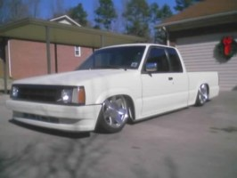 reesycups 1992 Mazda B2200 photo thumbnail