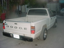 MITSUBRAINs 1989 Dodge D-50 photo thumbnail