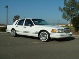 Hard2Opposes 1993 Lincoln Town Car photo thumbnail