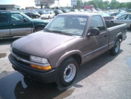 brown and downs 1998 Chevy S-10 photo thumbnail