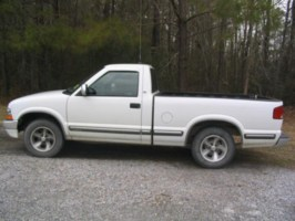 dirtnecks 1999 Chevy S-10 photo thumbnail