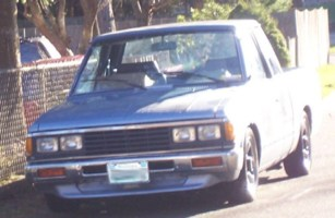 padges 1985 Nissan  720 photo thumbnail