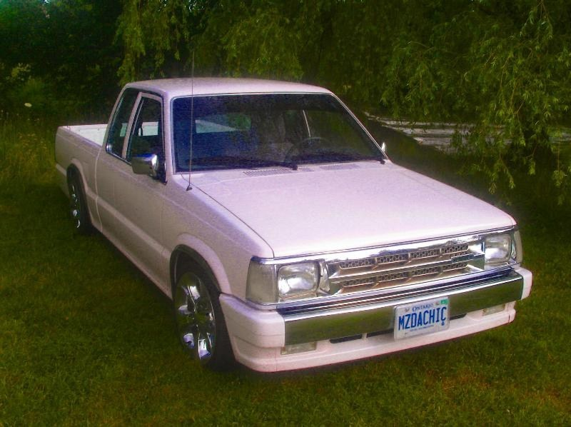 MazdaChicks 1990 Mazda B2600 photo