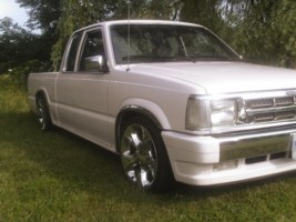 MazdaChicks 1990 Mazda B2600 photo thumbnail