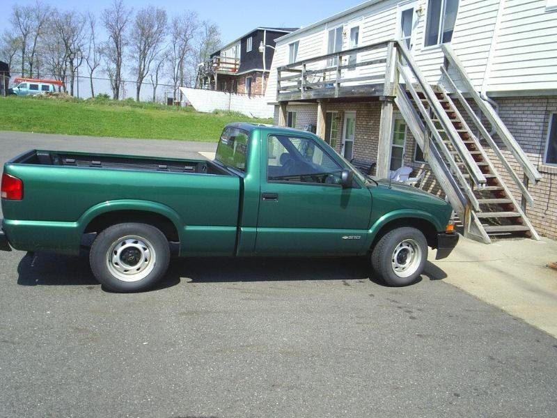 tofnlows10s 2000 Chevy S-10 photo