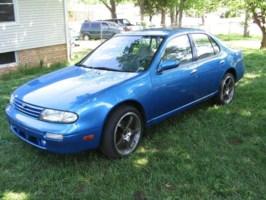 matchead88s 1995 Nissan Altima photo thumbnail