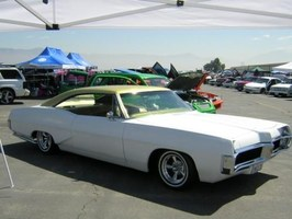 GILBERT LARAs 1967 Pontiac Bonneville photo thumbnail