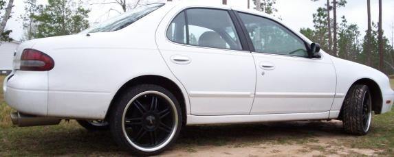 altoolows 1995 Nissan Altima photo