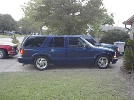 Paulinas 2001 Chevrolet Blazer photo thumbnail