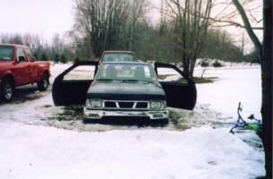 twistedlowriders 1987 Nissan Hard Body photo thumbnail