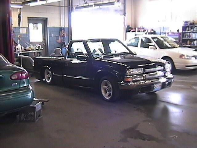 slampigs 1997 Chevy S-10 photo