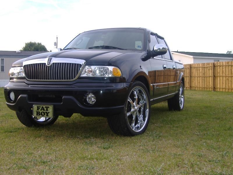 CANUHEARMENOWs 2002 Lincoln Navigator photo