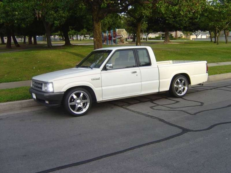 IntroWheelss 1990 Mazda B2600 photo