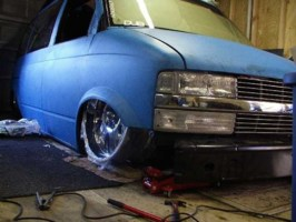Grnded Addctnss 1988 Chevy Astro Van photo thumbnail