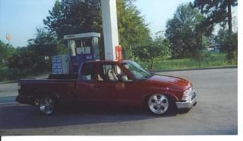 slammed88s10s 1996 Chevy S-10 photo thumbnail