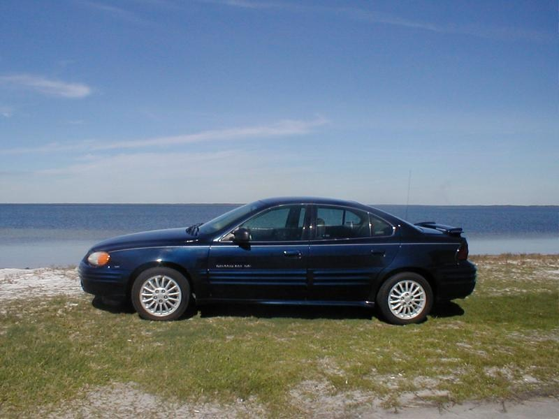 BadDurangoGirls 2000 Pontiac Grand Am photo