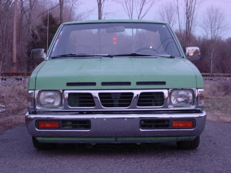 LOWHARDBODY87s 1987 Nissan Hard Body photo