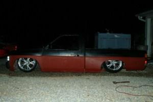 Dragit04s 1989 Nissan Hard Body photo thumbnail