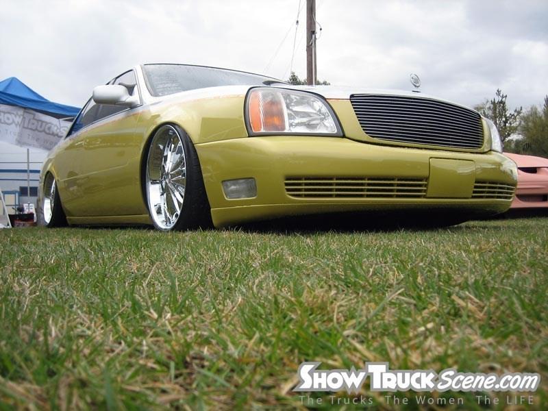 LayinDimes 2001 Cadillac De Ville photo
