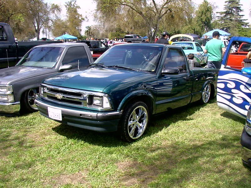 layinlow97s 1992 Chevy S-10 photo