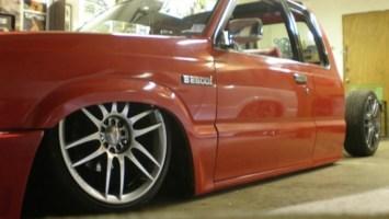 ROLOs 1991 Mazda B2600 photo thumbnail