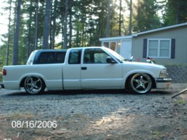 Devinjs 1998 Chevy S-10 photo thumbnail