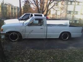 N sanes 1987 Mazda B2000 photo thumbnail