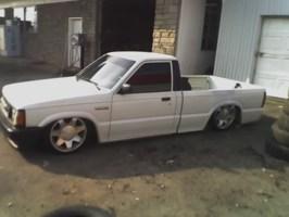 N sanes 1988 Mazda B2200 photo thumbnail