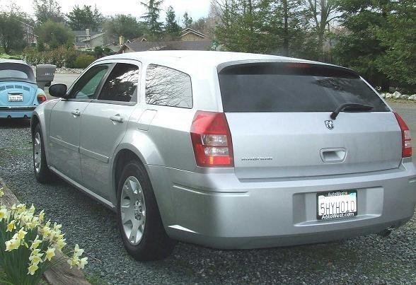 IsuzuGirls 2005 Dodge Magnum photo