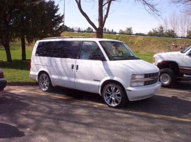 trickitouts 1999 Chevy Astro Van photo