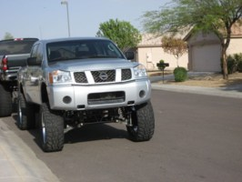 ROACHs 2005 Nissan Titan photo thumbnail