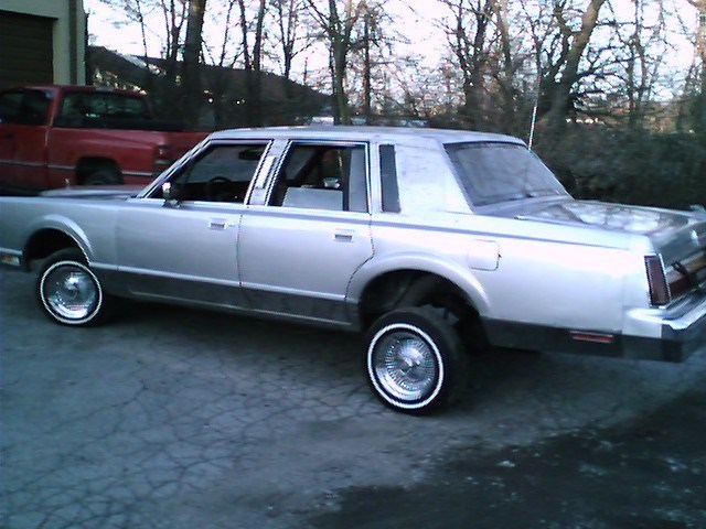 lookwhaticandos 1985 Lincoln Town Car photo