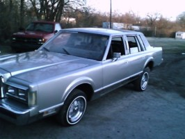 lookwhaticandos 1985 Lincoln Town Car photo thumbnail