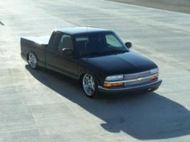 GnarJustins 1999 Chevy S-10 photo thumbnail