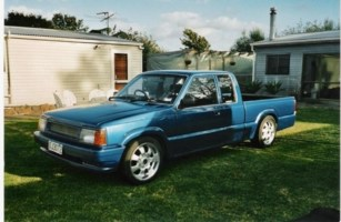 Damian6s 1989 Ford Courier photo thumbnail