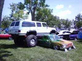 2lowmazdas 1991 Chevrolet Suburban photo thumbnail