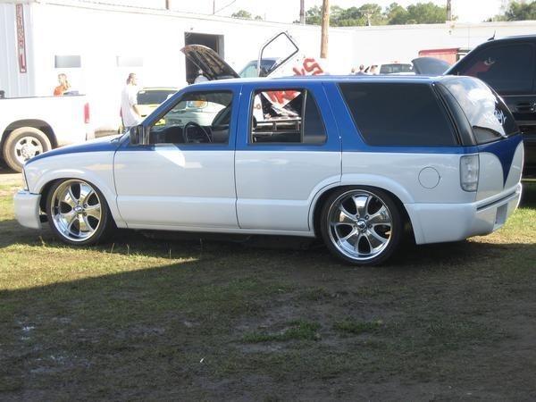 Pwizzle88s 2000 Chevrolet Blazer photo