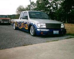 johnnydraggers 2000 Toyota Tacoma photo thumbnail
