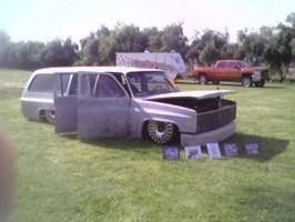 detacheds 1973 Chevrolet Suburban photo thumbnail