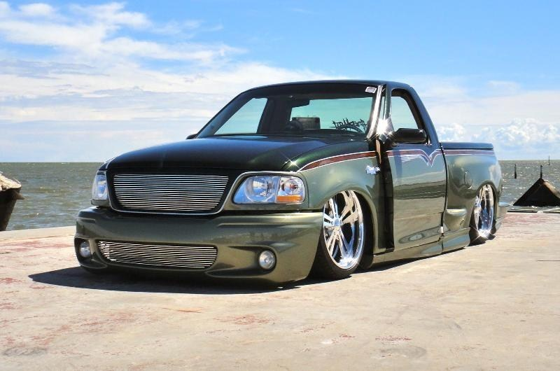 ONE_LO_SVTs 2000 Ford Lightning photo