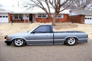 URNVR2LOWs 1990 Mazda B2200 photo thumbnail