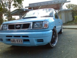 FULL COLLAPSEs 1994 Nissan Hard Body photo thumbnail
