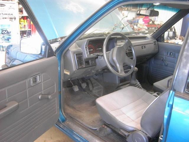 loasians 1992 Mazda B2200 photo