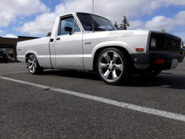Wa.1983s 1983 Mazda B2000 photo thumbnail